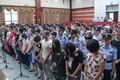 浙江杭州开审特大传销案 53名传销案犯站满审判区